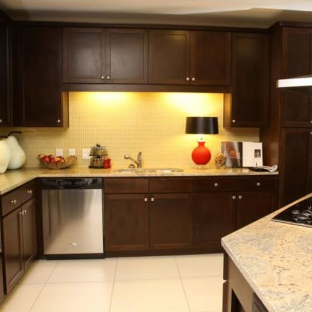 The Fountains at Memorial City - Fully-Equipped Kitchen with Hardwood Cabinetry
